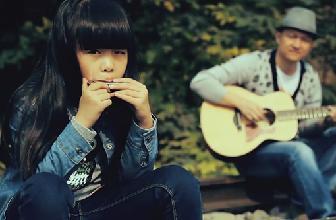 萌妹吉他翻唱《爸爸的雪花》