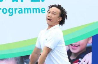 偷笑!陈奕迅打网球被赞有型